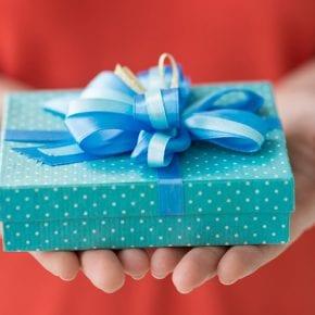Приметы о подарках: что нельзя дарить и принимать в дар