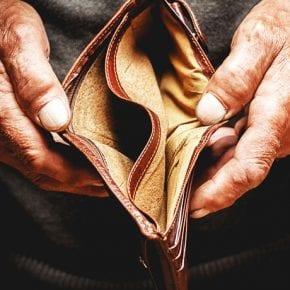 Как сквозь пальцы: куда уходят деньги? Михаил Лабковский объясняет это с точки зрения психологии.