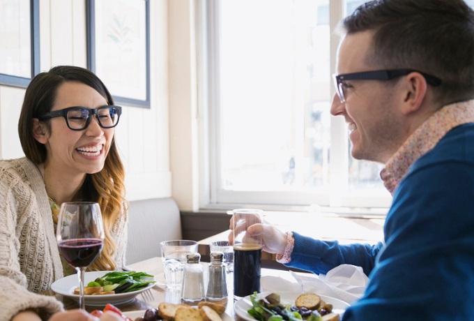 Как заинтересовать парня: 4 основных способа