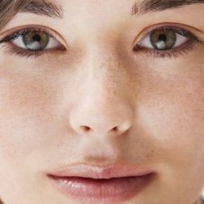 Что украшает женщину лучше макияжа?