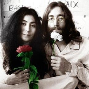 «Как правило, за каждым идиотом стоит великая женщина»: 15 цитат Джона Леннона о любви